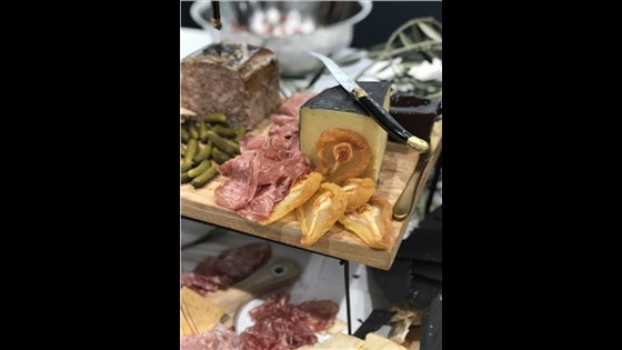 Cheese & Charcuterie Board - MEDIUM (20 people)